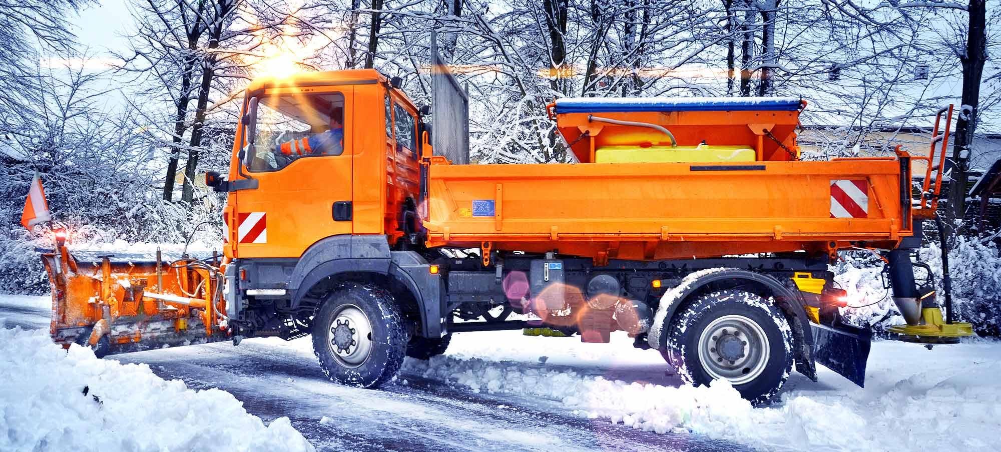 winterdienst-schnee-raeumen-schieben